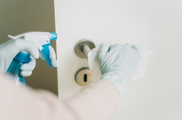 Zahnimplantate Mühlacker - Praxishygiene Desinfektion